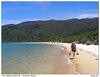 Cesta pískem po Onetahuti Beach