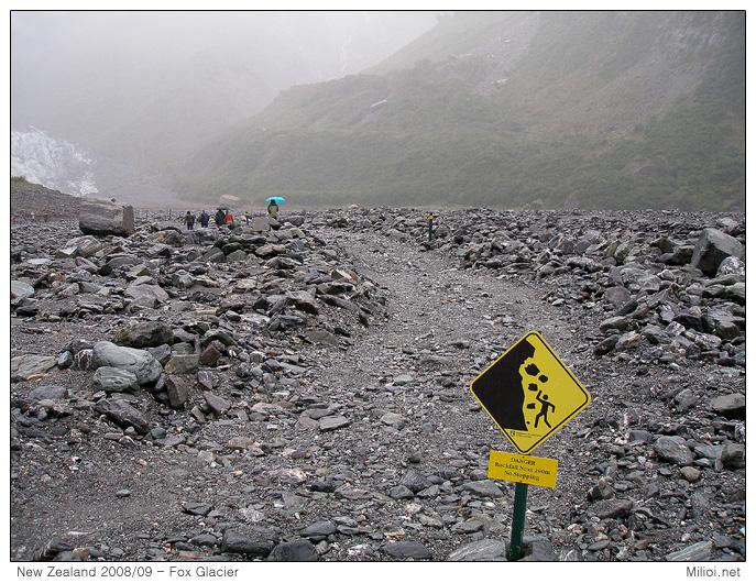 Upozornění na padající kameny